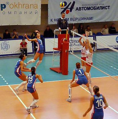 Двурукий нападающий большая редкость в современном волейболе!