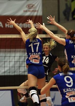 В атаке Наталья Белоусова (фото Ольги Козенковой)